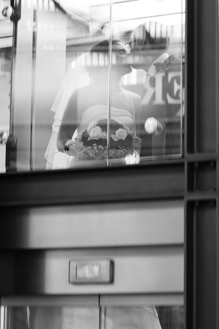 Brautpaar im Fahrstuhl